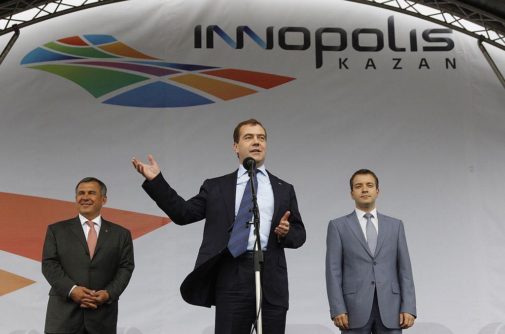 Н. А. Никифоров с Президентом Татарстана и Медведевым