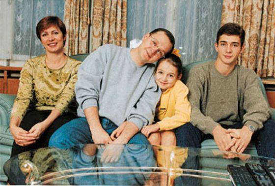 Сергей Кириенко с женой и старшими детьми