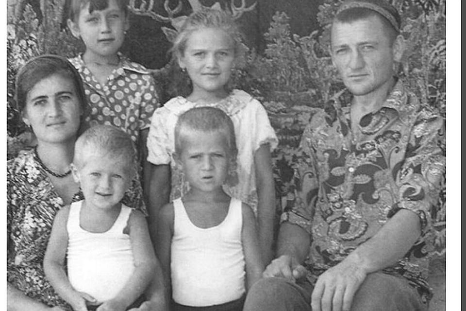Рамзан Кадыров в детстве (сидит на руках у матери)