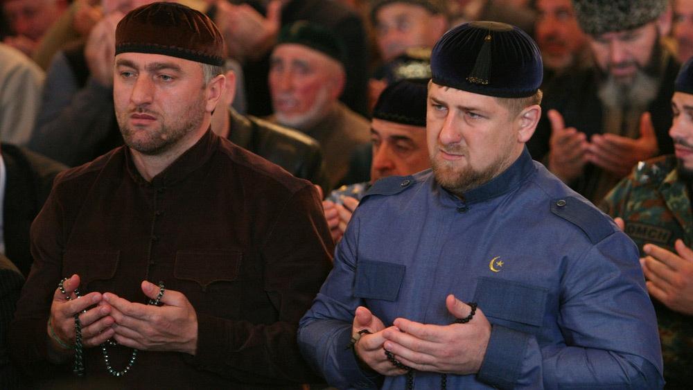 Кадыров молится