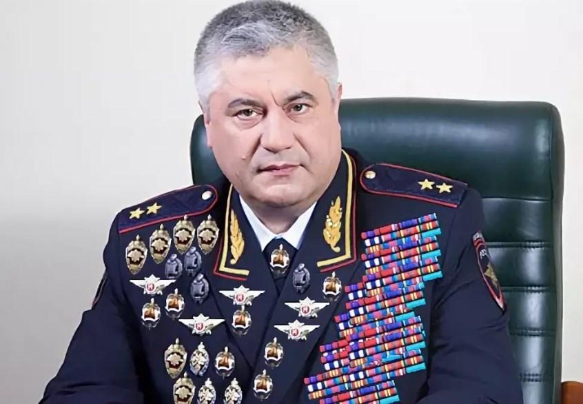 Владимир Колокольцев до вручения ещё 12 наград.