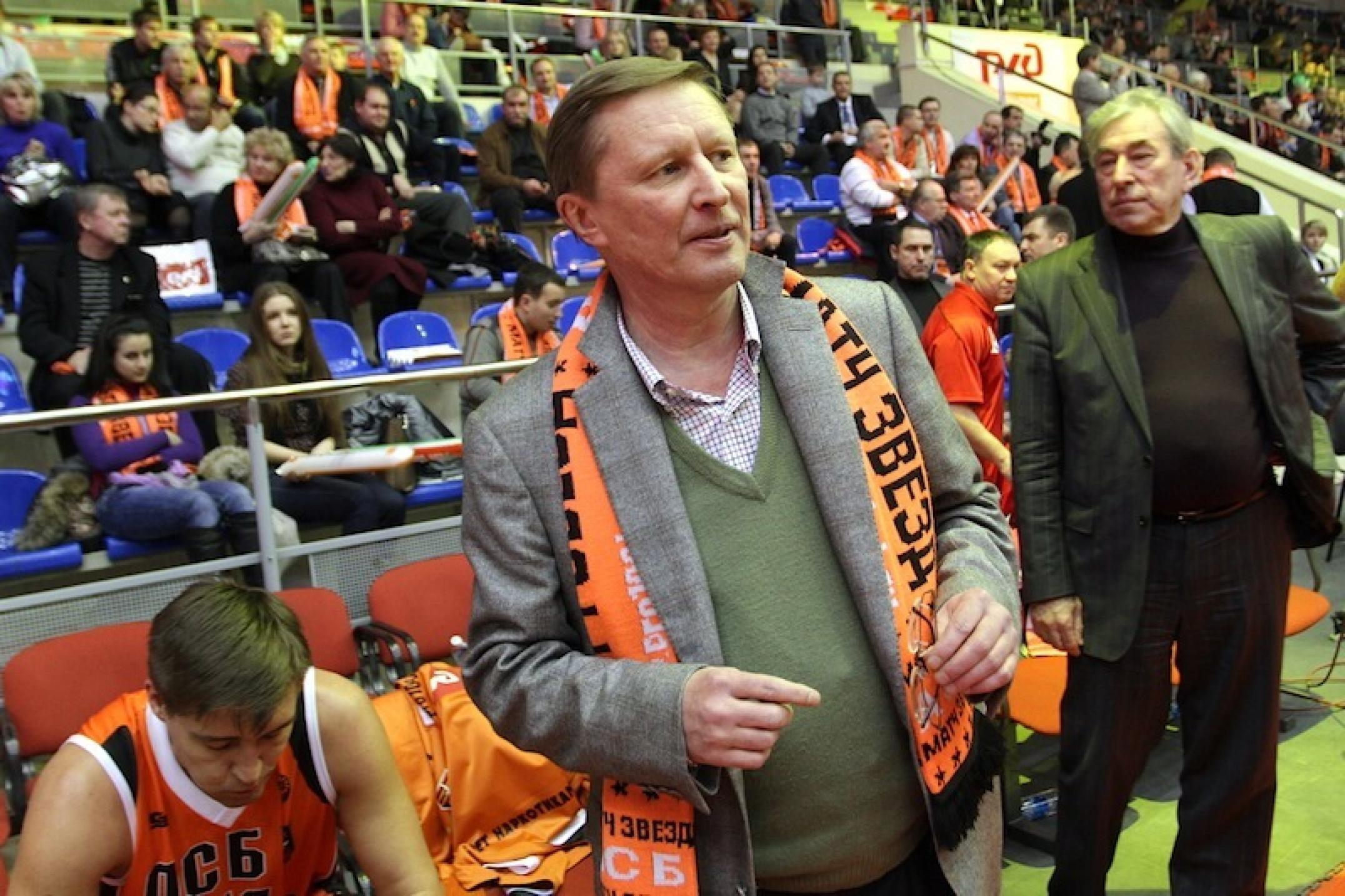 Иванов на баскетбольном матче