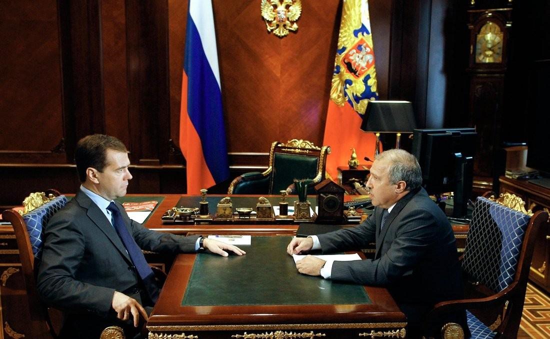 Медведев и Эдуард Худайнатов