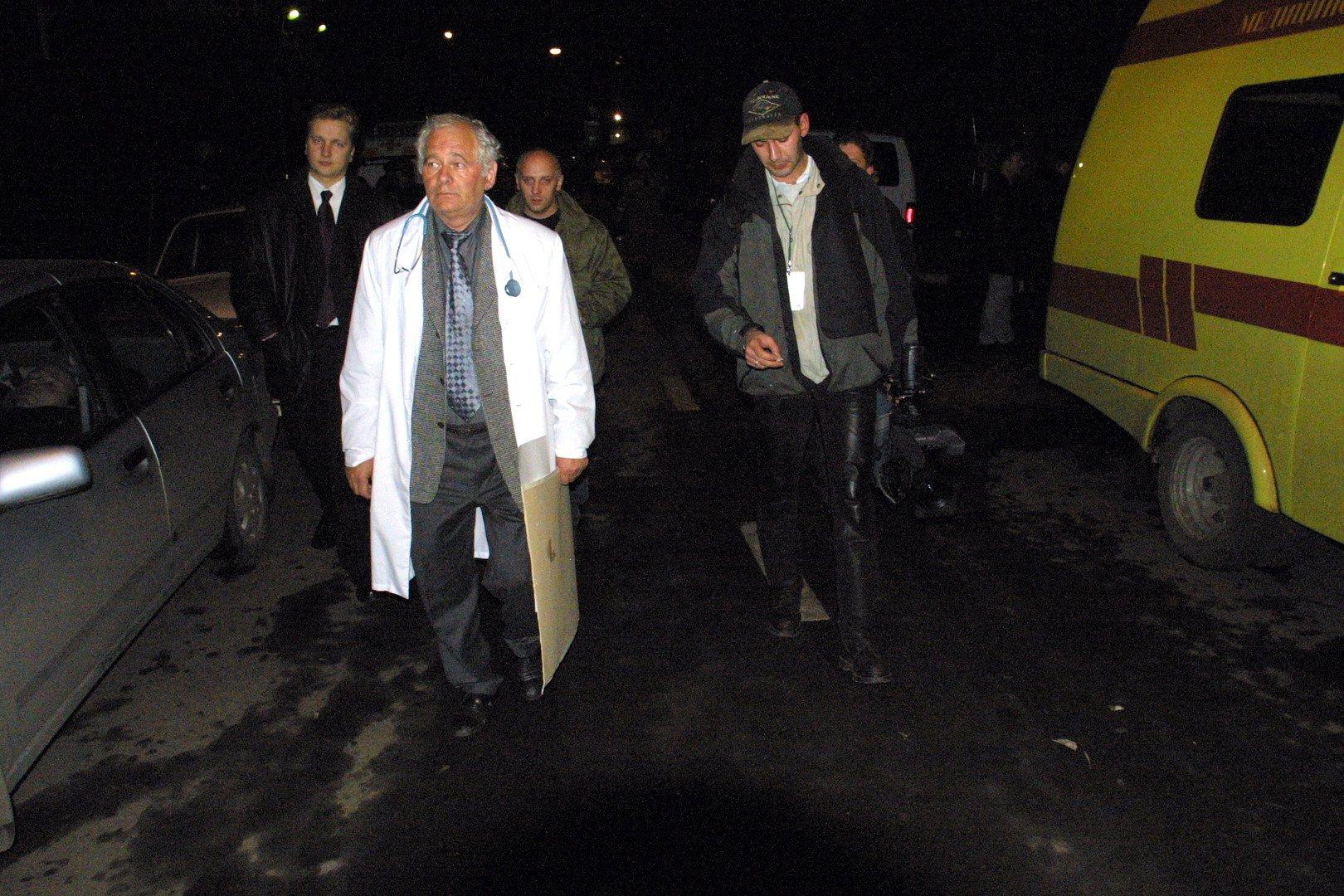 """Группа боевиков захватила в заложники зрителей мюзикла """"Норд-Ост""""..."""