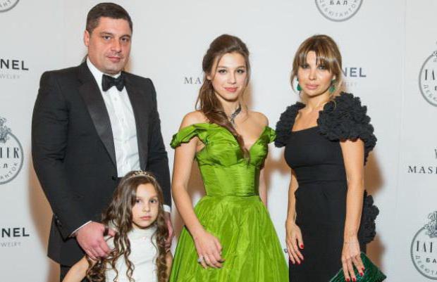 Микаил Шишханов с семьей