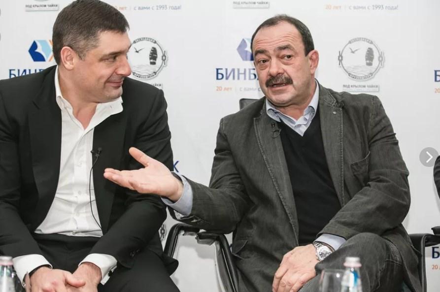 """Президент """"Бинбанка"""" Микаил Шишханов и телеведущий Михаил Кожухов"""