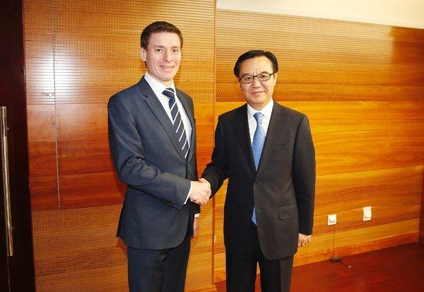 Министр по торговле ЕЭК Андрей Слепнев и Министр коммерции КНР Гао Хучэн