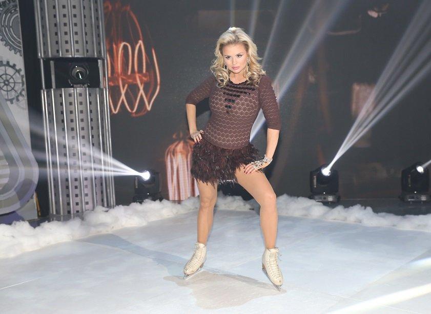 Анна Семенович на коньках