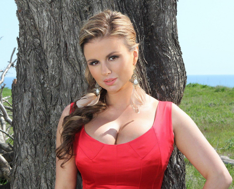 Популярная российская певица Анна Семенович