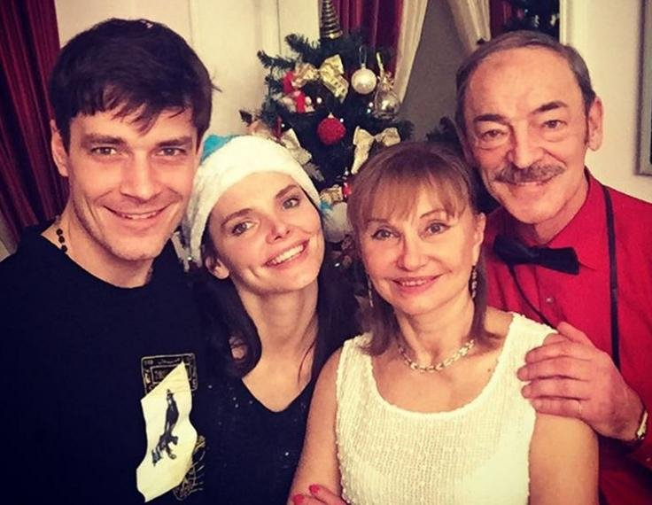 Елизавета, Максим и родители