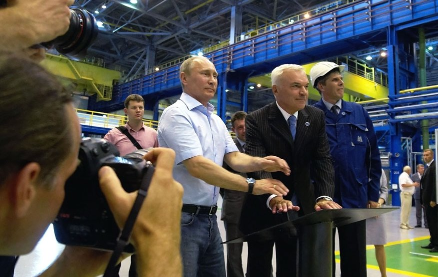 Владимир Путин и Виктор Рашников  на запуске комплекса «Стан 2000 холодной прокатки».