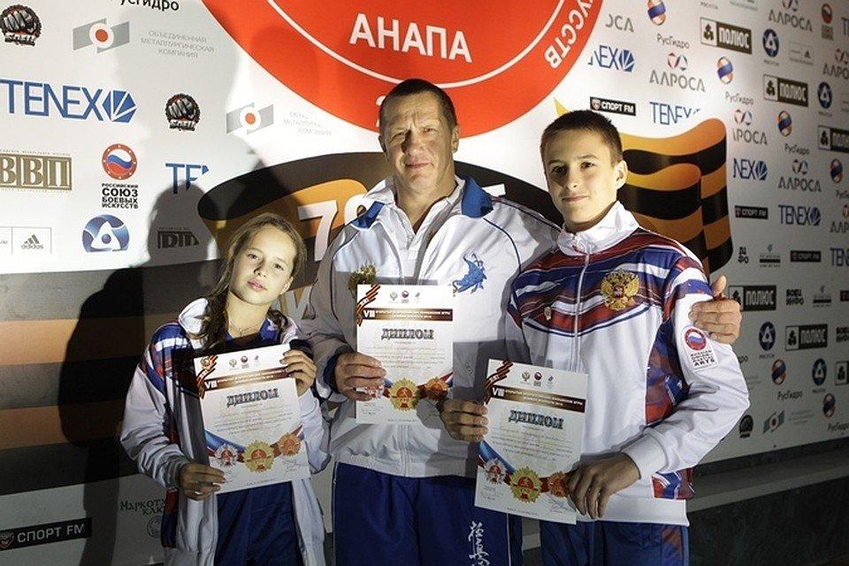 Вице-премьер Юрий Трутнев вместе с детьми в Анапе сдал нормы ГТО