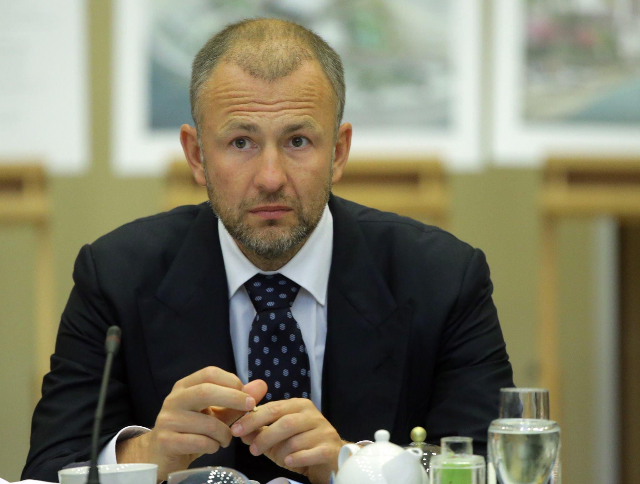 Андрей Игоревич называет себя витиевато - председатель комитета по стратегии «Еврохима».