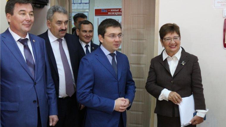 Замминистра строительства и ЖКХ России Андрей Чибис посетил Начальную общеобразовательную школу № 1 - Чебоксары.