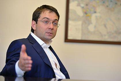 Замминистра строительства и ЖКХ России Андрей Чибис в ходе проверки результатов реконструкции жилого фонда Симферополя застрял в лифте.