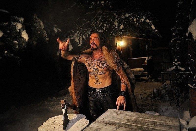 Джигурда показал голый торс в татуировках