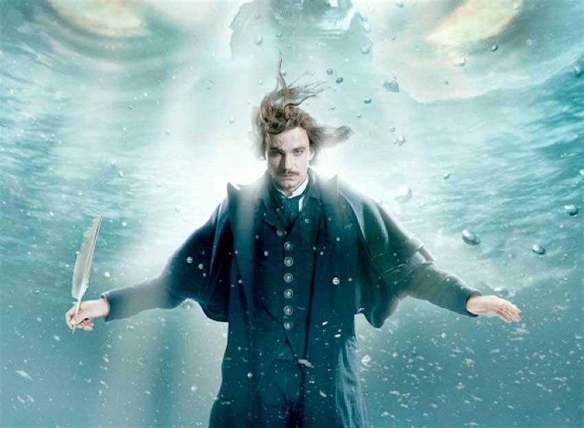 Писатель Гоголь (Александр Петров) тонет в океане метафор.