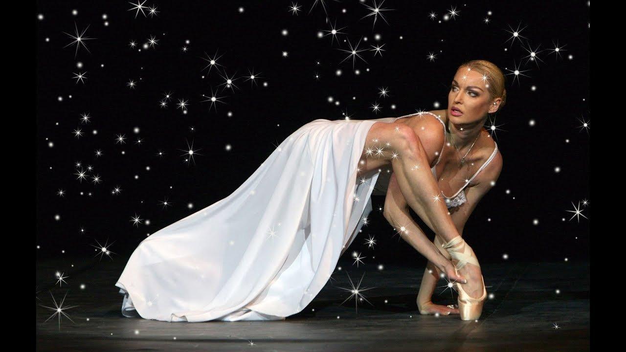 Анастасия Волочкова танцует под красивую мелодию