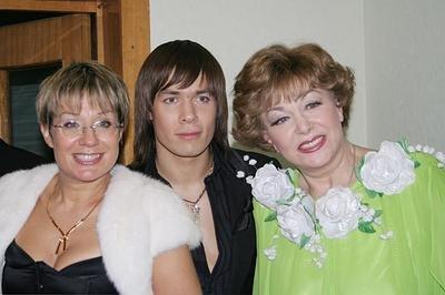 Эдита Пьеха с дочерью и внуком Стасом Пьехом