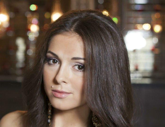 В сегодняшнем выпуске популярного шоу «Вечерний Ургант» одной из гостей программы стала певица Нюша
