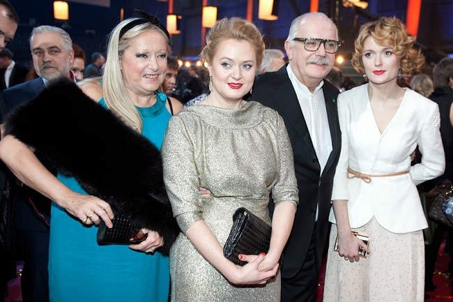 Никита Михалков С женой Татьяной и дочерьми