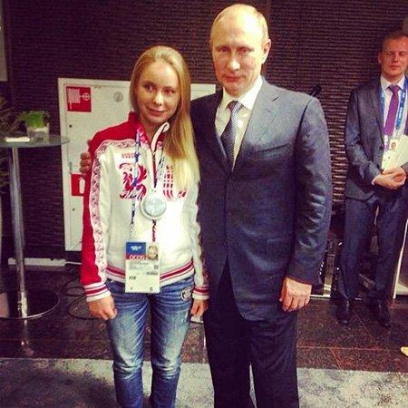 Дочь олимпийской чемпионки Татьяны Навки - Александра - встретилась на закрытии Игр с президентом Владимир