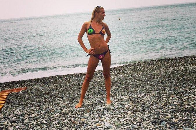 Татьяна Навка показала идеальную фигуру в купальнике