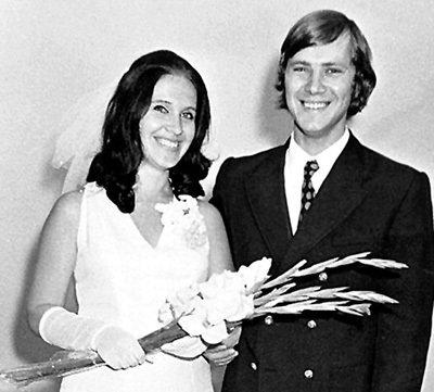 Свадьбу с ЗАСЕДАТЕЛЕВЫМ Надежда сыграла в 1974 году