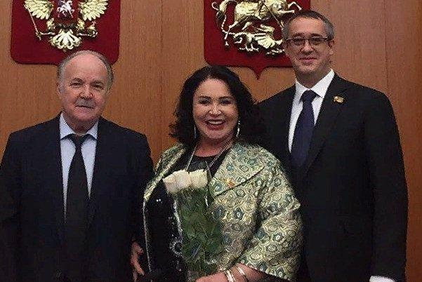«Надежда Бабкина параллельно занимает должность члена комиссии по культуре и массовым коммуникациям