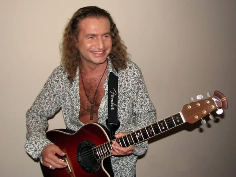 Леонид Агутин с гитарой