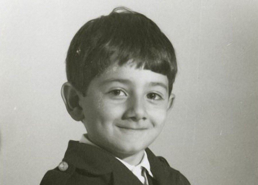 посмотрите на детские фото Миши Галустяна.