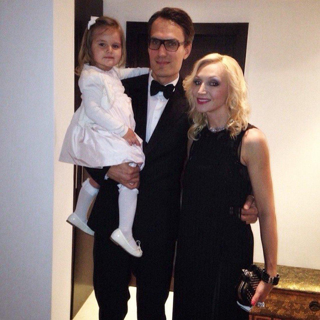 Кристина Орбакайте и Михаил Земцов с дочерью Клавдией