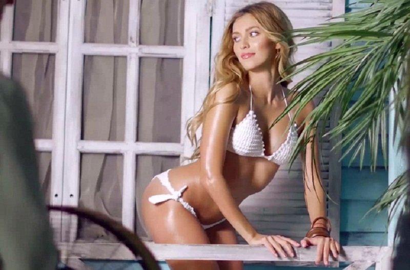 Эротичная Регина Тодоренко в купальнике