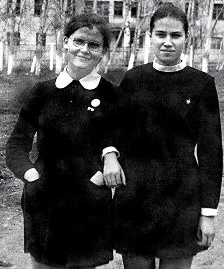 Елена Малышева в школьные годы