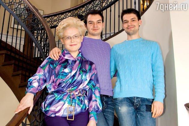 Елена Малышева с  сыновьями Василием и Юрием