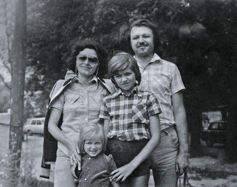Дмитрий Маликов с родителями и сестрой