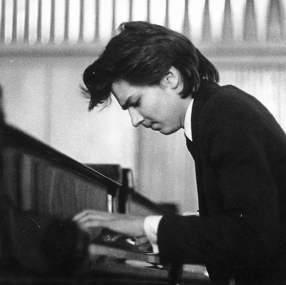 Дима Маликов сбегал на улицу с уроков фортепиано
