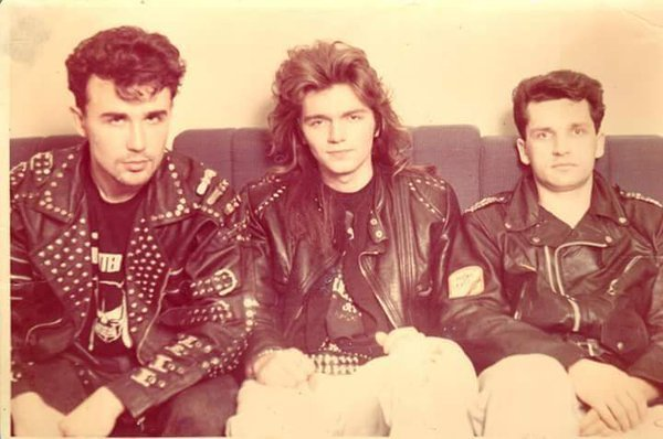 Дмитрий Маликов в молодости (в центре)