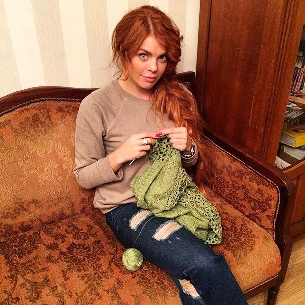 Анастасия Стоцкая увлеклась вязанием