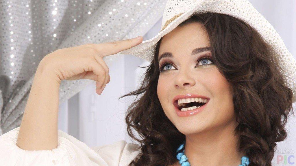 Наташа Королева – советская, украинская, российская певица, фотомодель, актёр