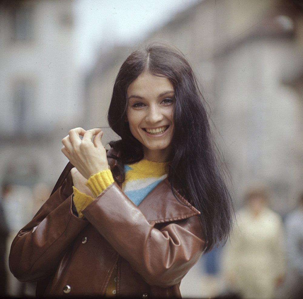 Еще совсем юная София Ротару. Фотография была сделана в 1973 году, когда она была солисткой Черновицкой филармонии