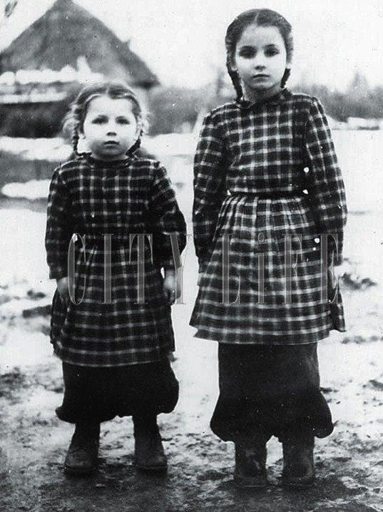 София Ротару (справа) с сестрой