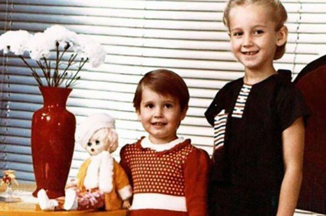 Анна Бузова и Ольга Бузова в детстве