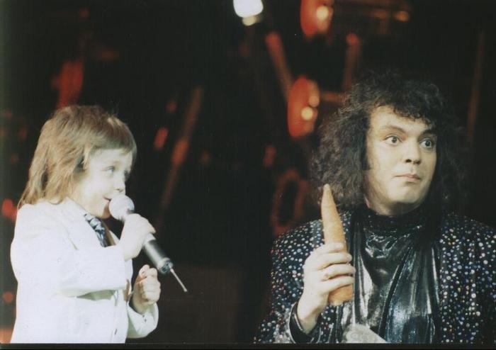Влад Соколовский поёт с детских лет с самим Филиппом Киркоровым