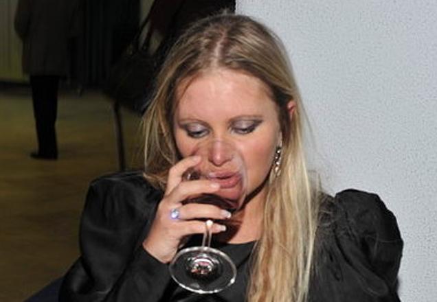 Российская телеведущая Дана Борисова опять замечена за употреблением алкоголя