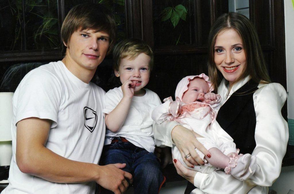 Андрей Аршавин с Барановской и детьми