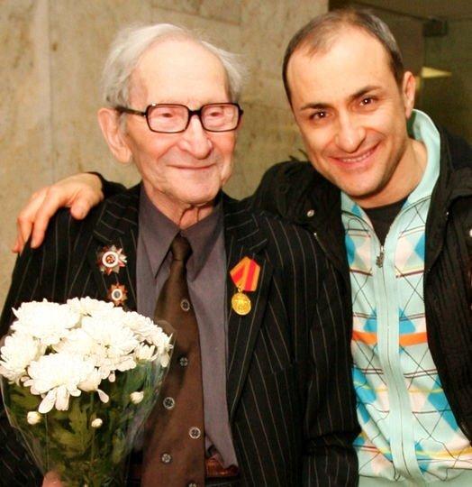 Михаил Турецкий рассказал военную историю любви своих родителей.