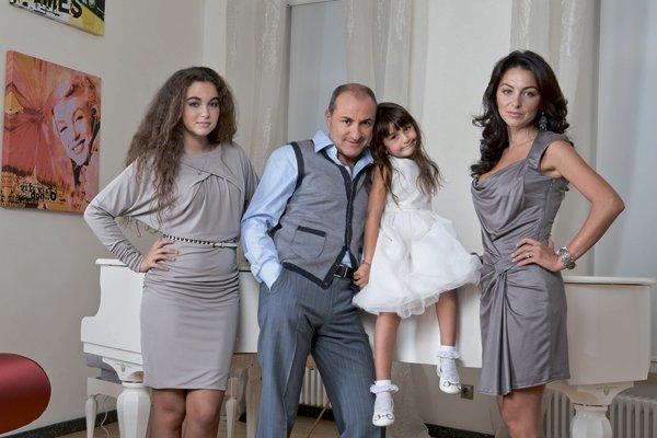 Михаил Турецкий с женой Лианой и дочерьми