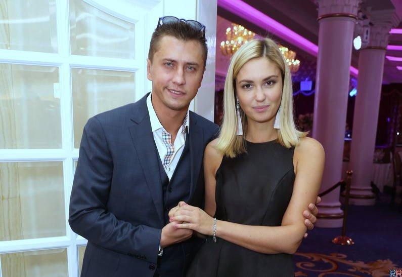 Страсти не утихают вокруг звездной пары актеров Павла Прилучного и Агаты Муцениеце