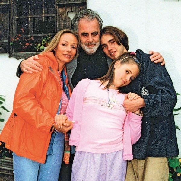 Наталья Андрейченко с мужем  Максимилианом Шеллом и детьми: Дмитрий и Настасьей